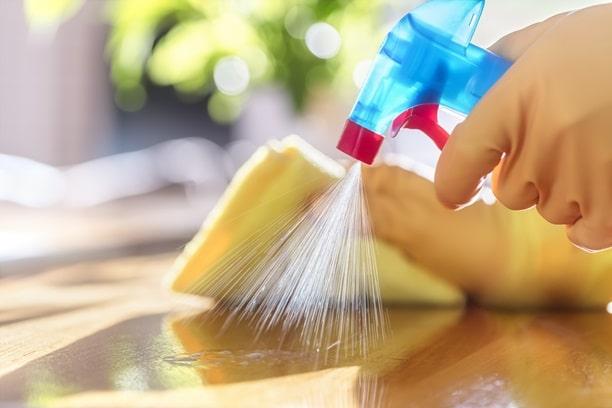https://www.oldschoolmovingandstorage.com/wp-content/uploads/2021/01/cleaning_spray_closeup.jpg
