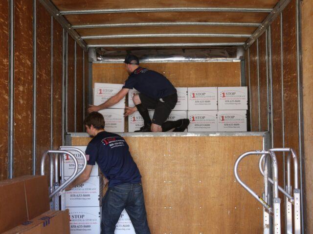 https://www.oldschoolmovingandstorage.com/wp-content/uploads/2021/02/movers-loading-truck-Copy-scaled-1-640x480.jpg